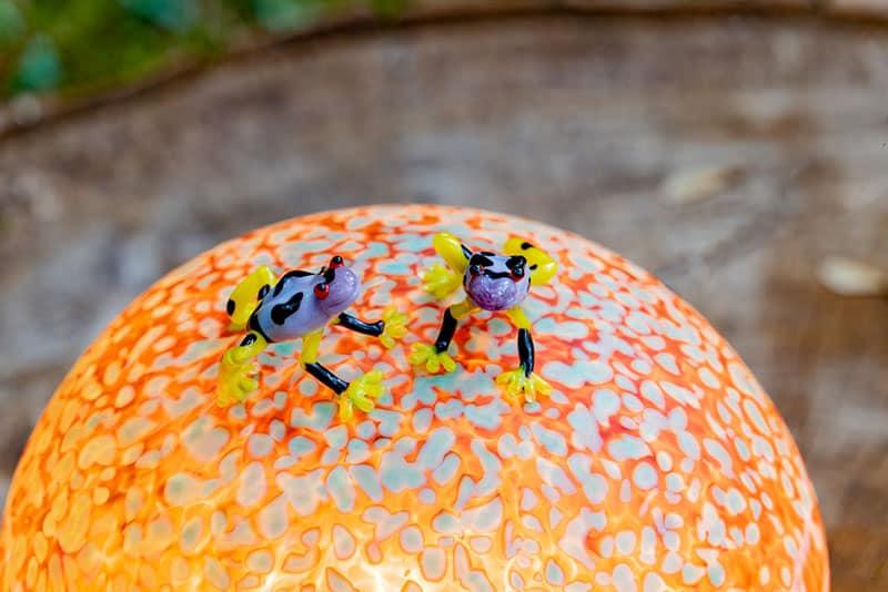 SHROOMS | Frösche auf Lichtobjekt Pilz