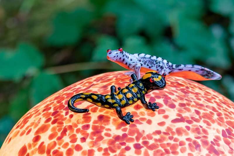 SHROOMS | Molch und Salamander auf Lichtobjekt Pilz